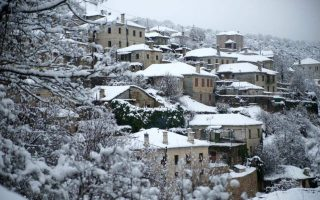 snowfall-in-thessaloniki-as-cold-snap-takes-hold