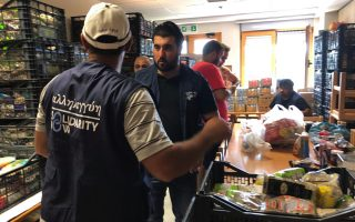 syrian-refugees-come-in-aid-of-attica-fire-victims0
