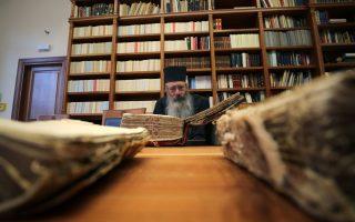 greek-team-digitizing-ancient-christian-manuscripts-at-sinai-monastery