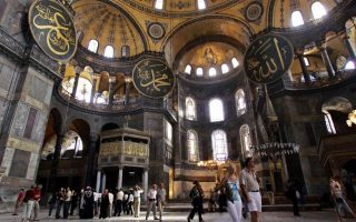 greek-foreign-ministry-condemns-reading-of-muslim-prayers-in-hagia-sophia0