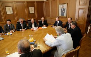 greece-loosens-capital-restrictions-on-businesses0