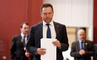 greek-handouts-jeopardize-budget-target-says-stournaras0