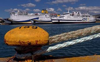ferries-remain-moored-at-greek-ports-on-monday