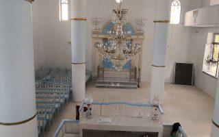 anti-semitic-graffiti-scrawled-on-trikala-synagogue-wall
