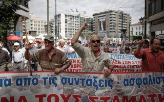 greek-pensioners-take-to-streets-of-capital-to-protest-further-cuts