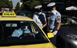 traffic-police-arrest-seven-athens-taxi-drivers-for-violations