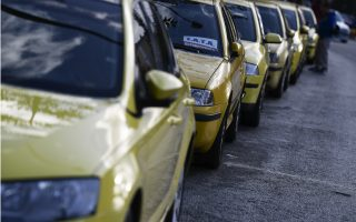 greek-taxi-drivers-strike-in-protest-against-ride-hailing-firm
