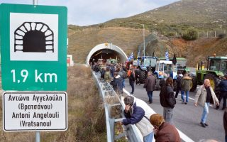 protesting-farmers-open-tempi-valley-tunnels