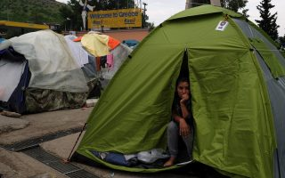 most-migrants-in-idomeni-have-expired-papers-says-minister0