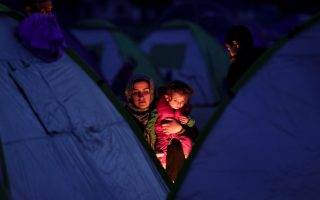 party-leaders-to-meet-before-brussels-talks-refugee-numbers-pass-30-000