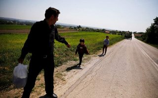 migrants-in-greece-turn-up-at-border-agents-amp-8217-doorstep