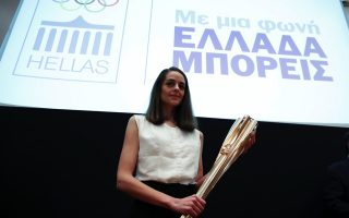 high-priestess-ready-to-light-the-olympic-torch