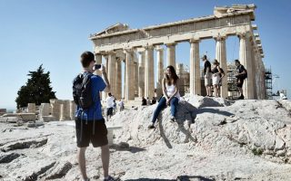 greek-current-account-posts-surplus-in-may-helped-by-tourism