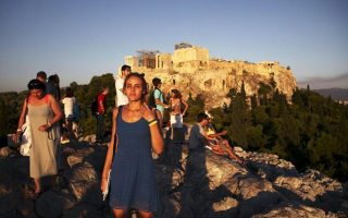 greek-tourism-growth-said-to-hinge-on-bailout-review-refugee-crisis