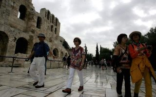 greek-current-account-deficit-widens-in-march-tourism-revenues-up