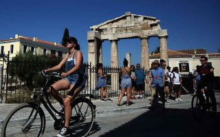 greeks-advised-to-shop-around-before-booking-holiday-hotel