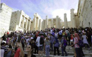 greek-tourism-s-bid-to-bag-last-minute-bookings-sends-arrivals-higher