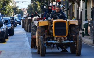 tractors-hitting-the-streets-in-thessaly