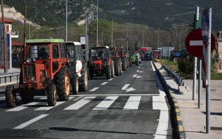 farmers-start-to-leave-roadblocks