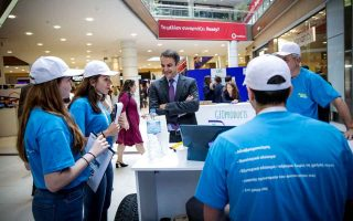 mitsotakis-checks-out-youngsters-virtual-entrepreneurship