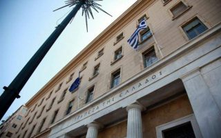 greek-current-account-surplus-inches-down-in-july-tourism-revenues-rise