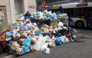 pm-steps-in-in-row-between-ministry-and-trash-collectors