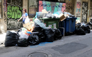 garbage-collectors-to-continue-strike-action-through-thursday