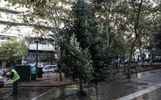 new-christmas-tree-goes-up-at-athens-amp-8217-exarchia-square