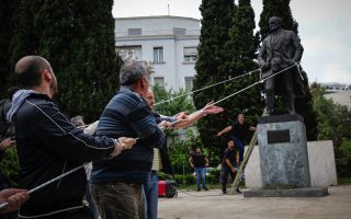 truman-statue-attacked-by-left-wing-protesters