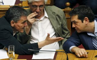 tsipras-keeps-lid-on-party-rebellion-to-pass-bailout-vote0