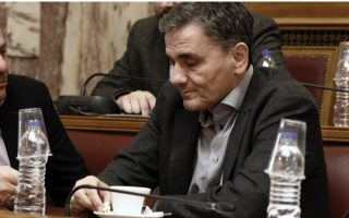 tsakalotos-admits-overtaxation-of-greeks-on-middle-incomes