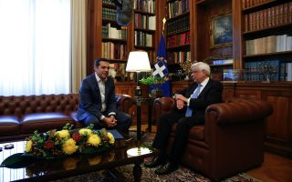 tsipras-briefing-greek-president-party-leaders-on-fyrom-name-talks