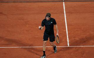 tsitsipas-waltzes-into-french-open-quarter-finals