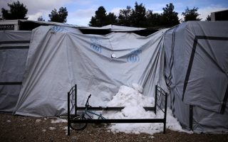 unhcr-overcrowded-greek-refugee-camps-ill-prepared-for-winter