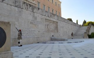 molotov-cocktail-thrown-at-tomb-of-unknown-soldier-in-athens0