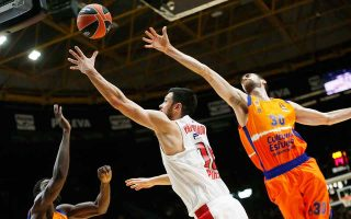 reds-win-at-valencia-to-stay-alive-in-euroleague