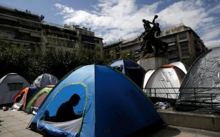 police-turn-away-migrants-from-athens-square