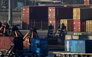 four-migrants-found-inside-container-in-thessaloniki