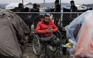 wheelchair-refugees-brave-boats-border-guards-flat-tyres-on-way-to-europe0