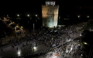 anti-name-deal-protesters-scuffle-with-police-in-thessaloniki