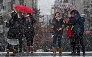 first-winter-snow-falls-in-northern-greece