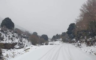 heavy-snowfall-closes-roads-on-thessaloniki-s-mt-hortiatis