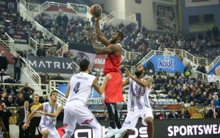 patric-young-preserves-olympiakos-amp-8217-s-unbeaten-record