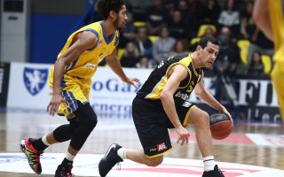 zisis-returns-to-aek-to-lead-it-to-triumph-at-peristeri