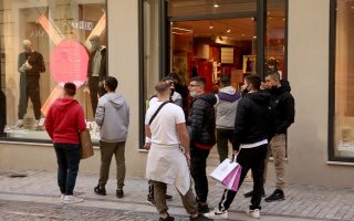 apparel-groups-reduce-number-of-stores-and-lay-off-staff