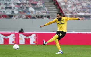 mitroglou-snatches-point-for-aris-at-olympiakos