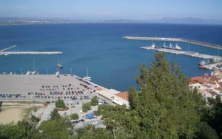 freighter-rans-aground-in-katakolo-harbor-no-injuries0