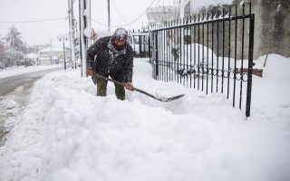 greece-blanketed-by-heaviest-snowfall-in-12-years0