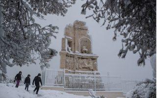 heavy-snow-blankets-the-greek-capital