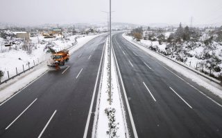 cold-weather-front-hits-greece-with-snow-in-athens0